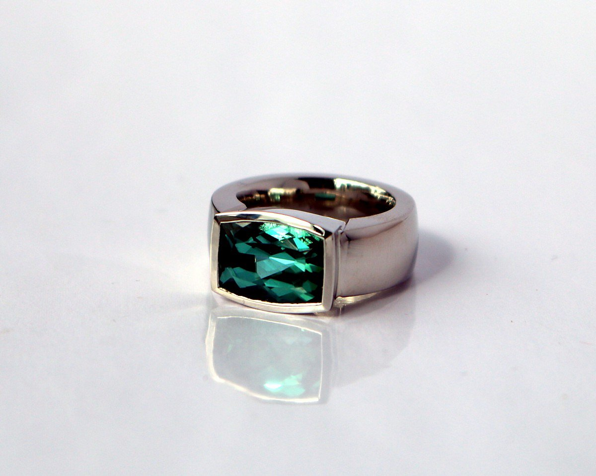 Ring, 950/Platin, facettierter blaugrüner Turmalin